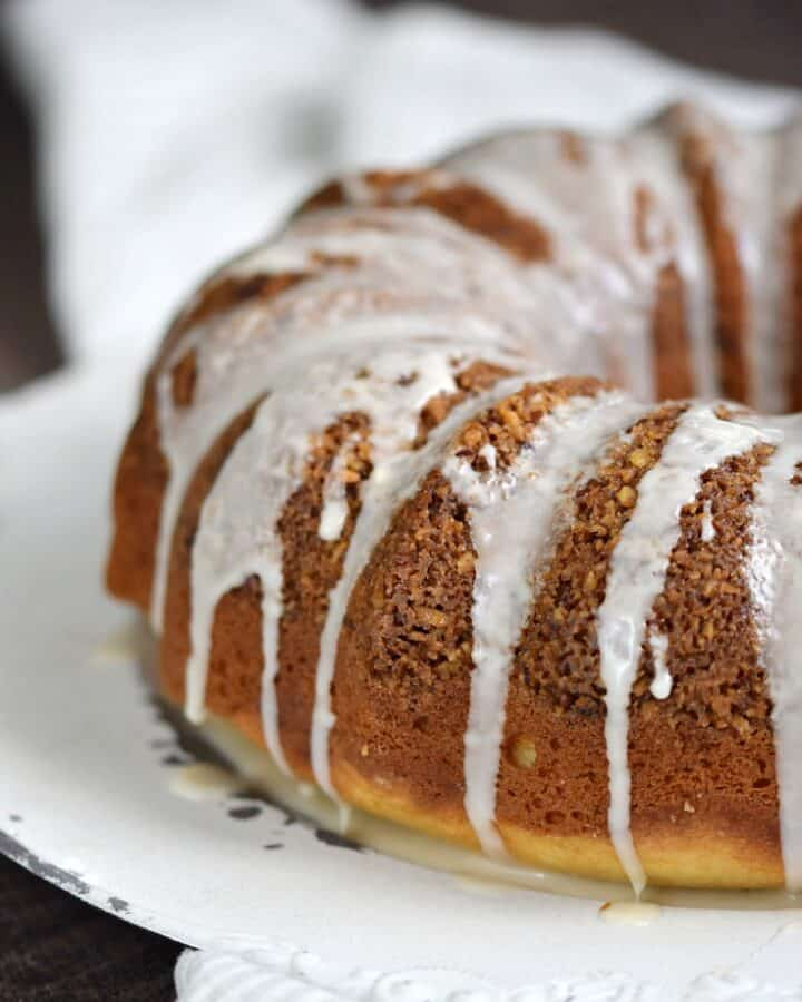 Cinnamon-Pecan Coffee Cake is light and fluffy with a crunchy sweet filling and a light glaze to top it off | COPYRIGHT © 2017 COOKING WITH CURLS