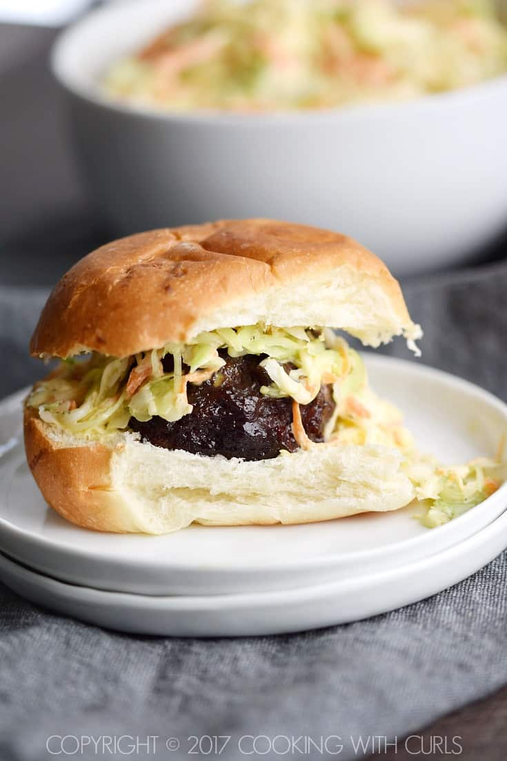 Blackberry-Bourbon Burger Sliders topped with Creamy Coleslaw are guaranteed to become a game day favorite COPYRIGHT © 2017 COOKING WITH CURLS