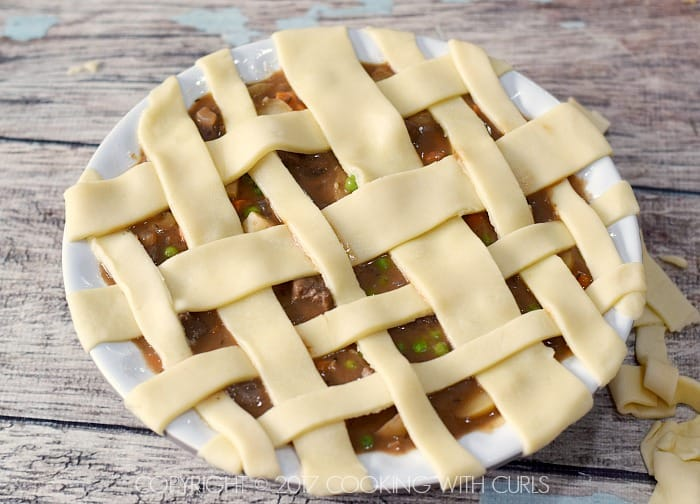 Classic Beef Pot Pie weave pie crust strips COPYRIGHT © 2017 COOKING WITH CURLS