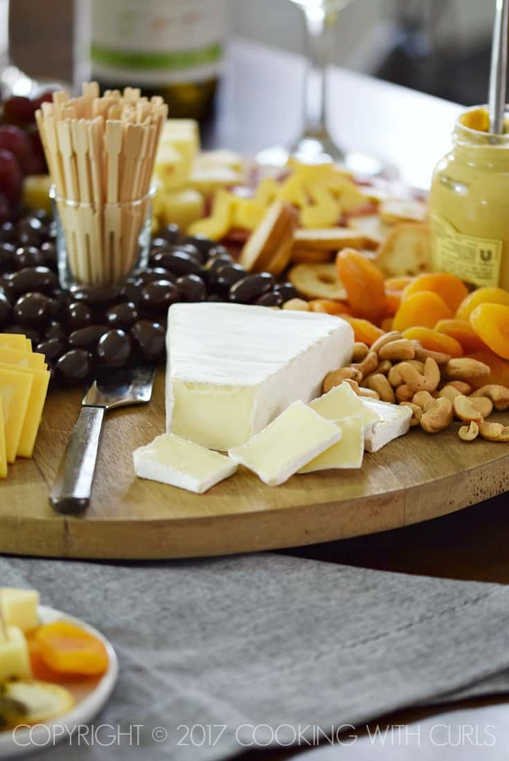 Msg 4 21+ The Ultimate Appetizer Board featuring Brie, cashews, and dried apricots cookingwithcurls.com #Chardonnation #ad #NotableHoliday