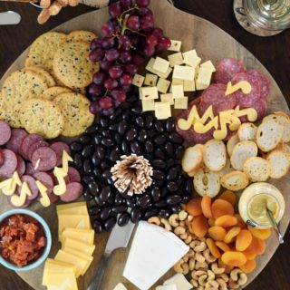 Msg 4 21+ The Ultimate Appetizer Board for impromptu parties featuring #Chardonnay | cookingwithcurls.com #Chardonnation #ad #NotableHoliday