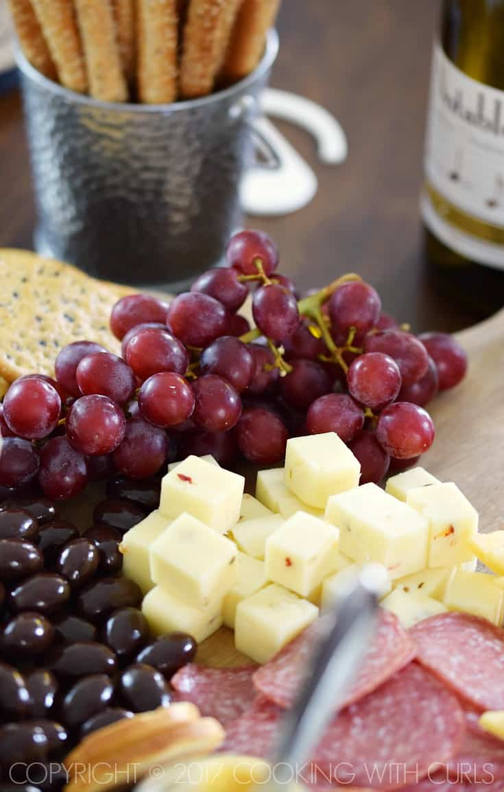 The Ultimate Appetizer Board featuring grapes, pepper jack cheese, salami, and dark chocolate almonds cookingwithcurls.com #ad #Chardonnation #NotableHoliday