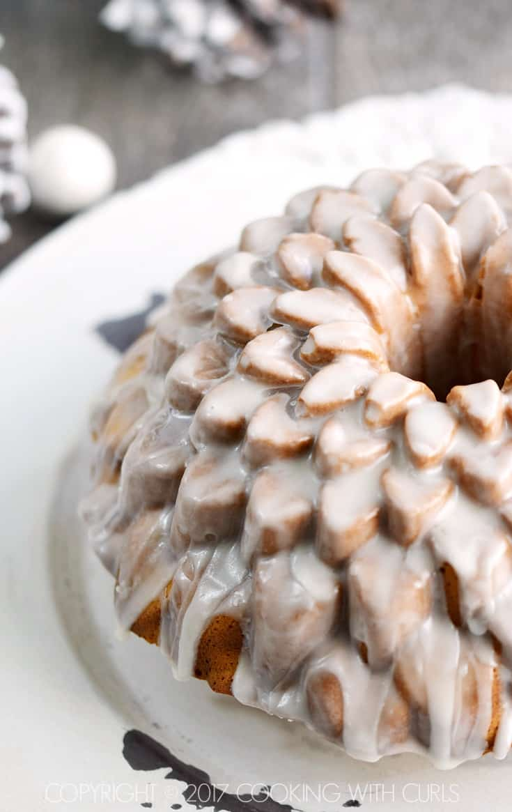 This Spiked Eggnog Bundt Cake is the perfect way to celebrate this holiday season! COPYRIGHT © 2017 COOKING WITH CURLS