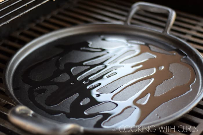 cast iron skillet on the grill
