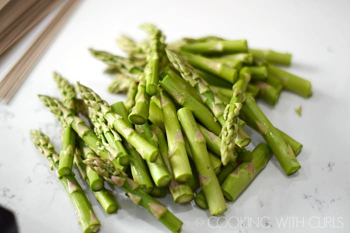 Asparagus cut into pieces © COOKING WITH CURLS