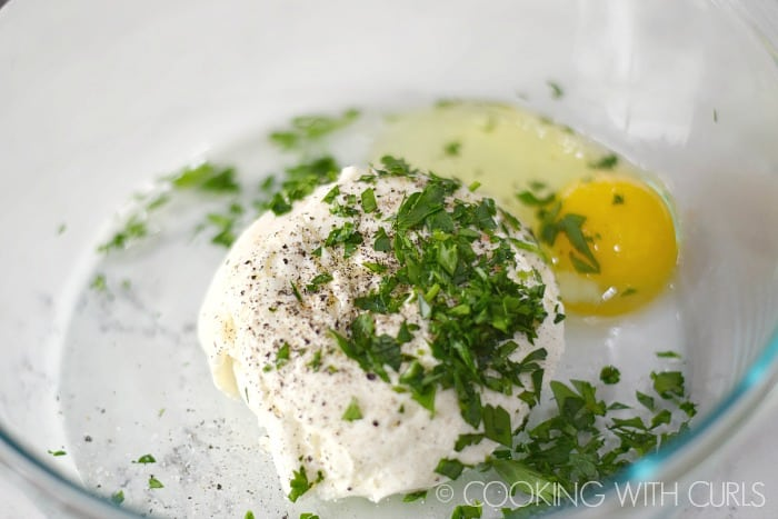 Mix the ricotta, egg, parsley, salt and pepper together in a separate bowl