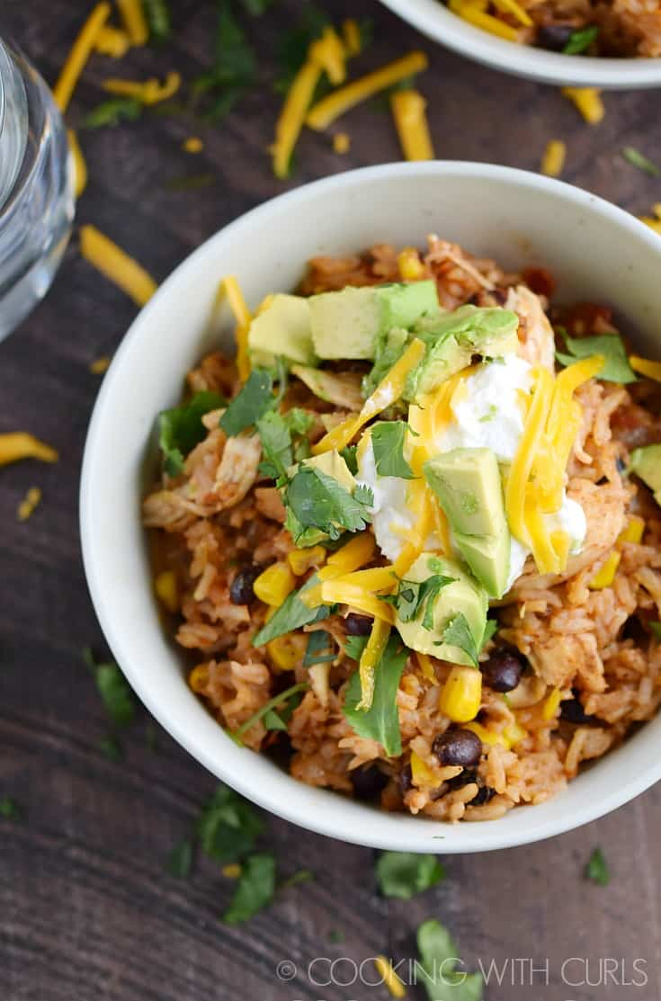 These Instant Pot Chicken Taco Bowls are perfect for busy weeknights, and healthy too!! © COOKING WITH CURLS