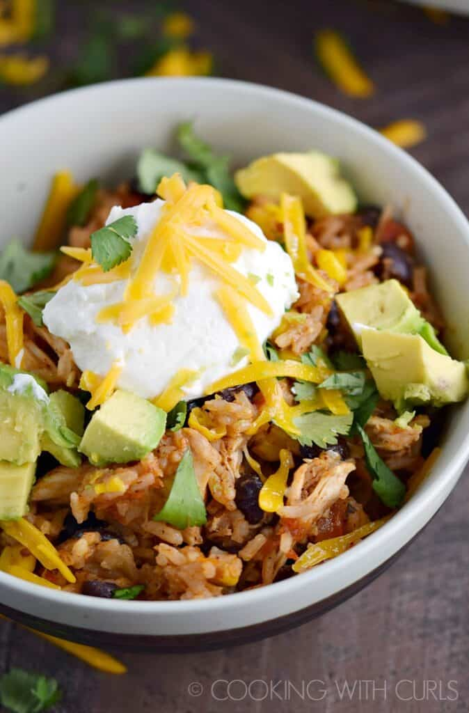 Your family will devour these Instant Pot Chicken Taco Bowls! © COOKING WITH CURLS