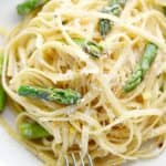 This super easy to prepare Lemon Asparagus Pasta is ready in minutes and sure to be a hit with the whole family! © COOKING WITH CURLS