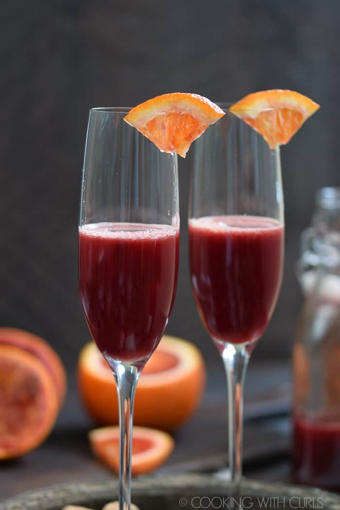 Add blood orange juice to the champagne flute © COOKING WITH CURLS