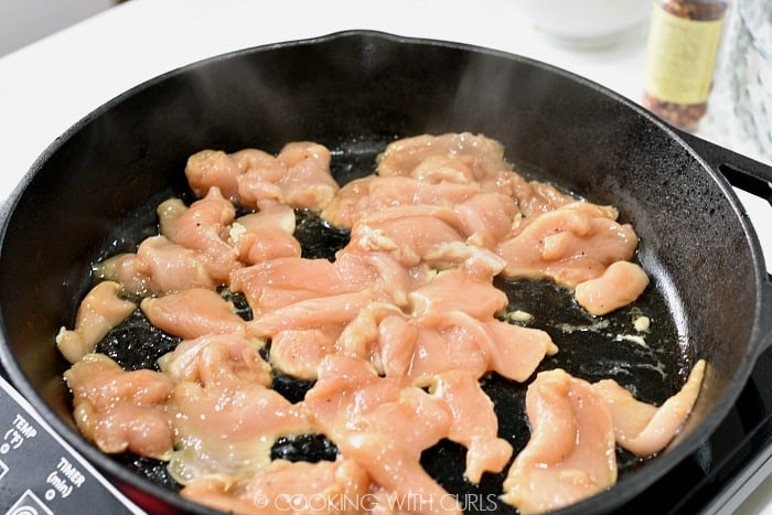 Cook the chicken pieces in a large skillet © COOKING WITH CURLS
