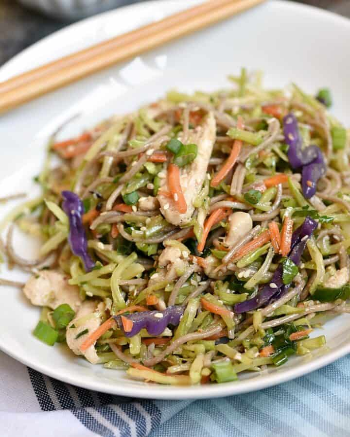 These quick and easy Asian Chicken Noodle Bowls are healthy, delicious, and super easy to throw together any night of the week! © COOKING WITH CURLS