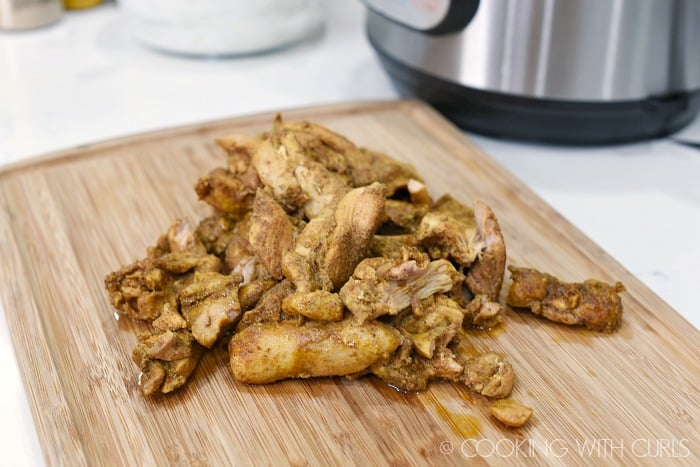 Cut cooked Chicken Shawarma into bite sized pieces © COOKING WITH CURLS