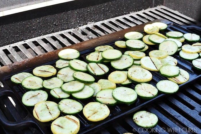 Grill the summer squash slices © COOKING WITH CURLS