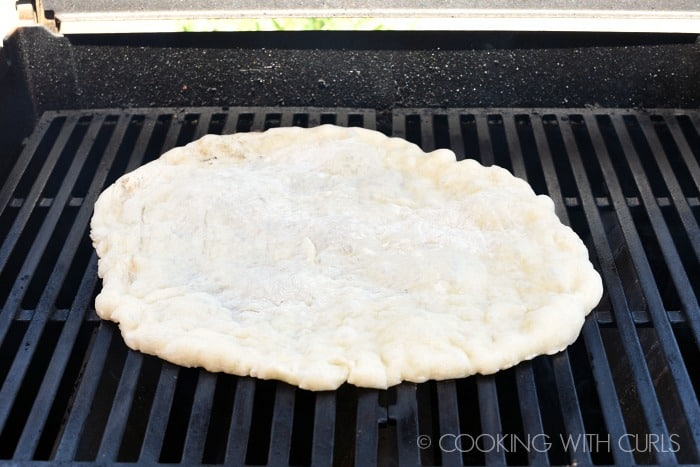 Place the dough on a heated grill too cook © COOKING WITH CURLS