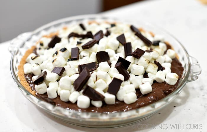 Top the frozen pie with mini marshmallows and chocolate chunks © COOKING WITH CURLS
