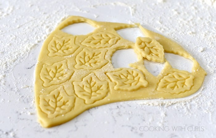 Cut pie crust into desired shapes cookingwithcurls.com