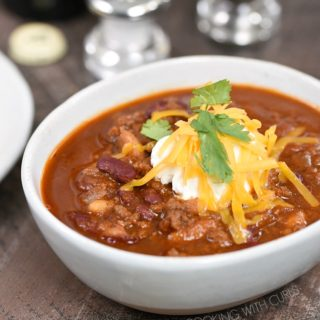 The perfect bowl of chili has never been easier! Trust me, you need this Instant Pot Guinness Beef Chili in your life!! cookingwithcurls.com