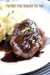 The table is set, the lights are dimmed and you present this Perfect Filet Mignon for Two to your date... You're welcome! cookingwithcurls.com