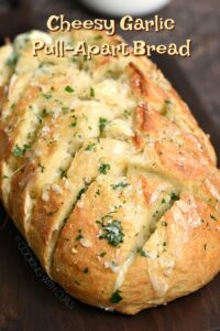 Cheesy Garlic Pull-Apart Bread is always a favorite on game day, at holiday parties, or family dinner! cookingwithcurls.com