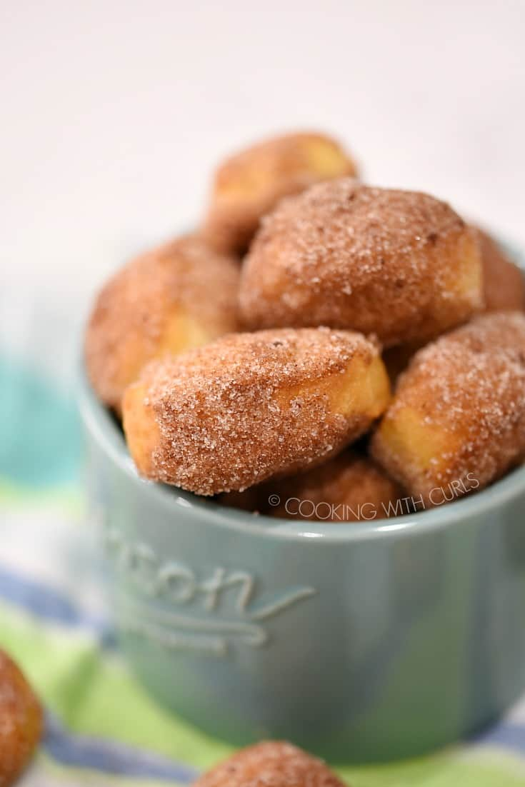 These cinnamony sweet Homemade Soft Pretzel Bites are the perfect after school or game day snack! cookingwithcurls.com