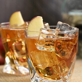 Crisp apple, buttery caramel, and a hint of spice make this Sparkling Caramel Apple Cocktail the perfect drink for fall! cookingwithcurls.com