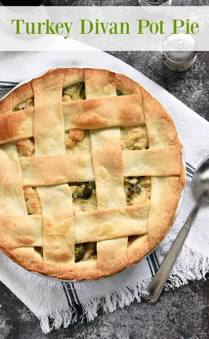 Mix your leftover turkey, or chicken, with broccoli in a creamy cheese sauce and top it off with a flaky crust to create the perfect Turkey Divan Pot Pie for dinner! #turkey #leftovers #pie #thanksgiving
