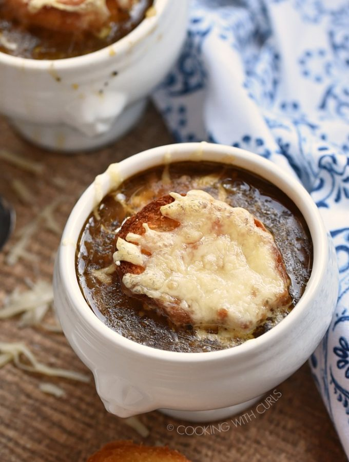 Instant Pot French Onion Soup is a modern twist on an old classic recipe! cookingwithcurls.com