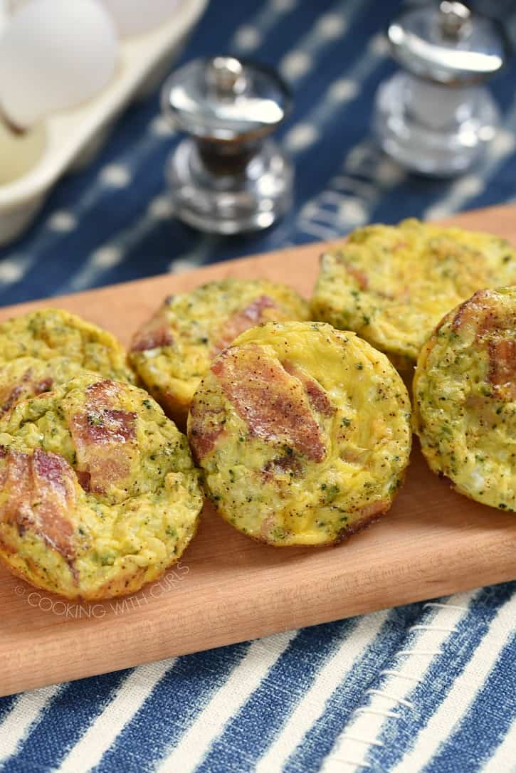 These Breakfast Egg Muffins are the perfect low-carb, grab and go meal any time of the day! cookingwithcurls.com