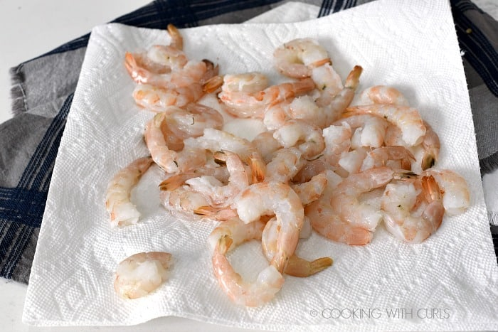 Raw shrimp drying on a paper towel